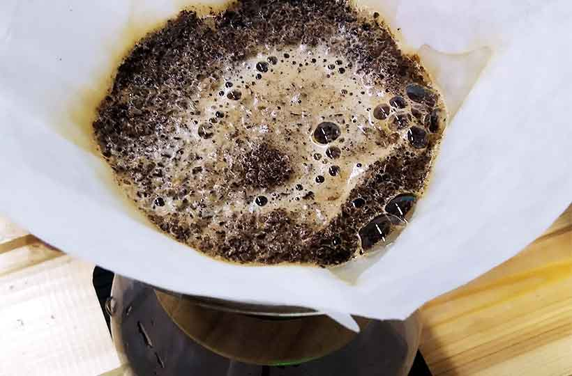 Предсмачивание кофе в фильтре методом Кемекс